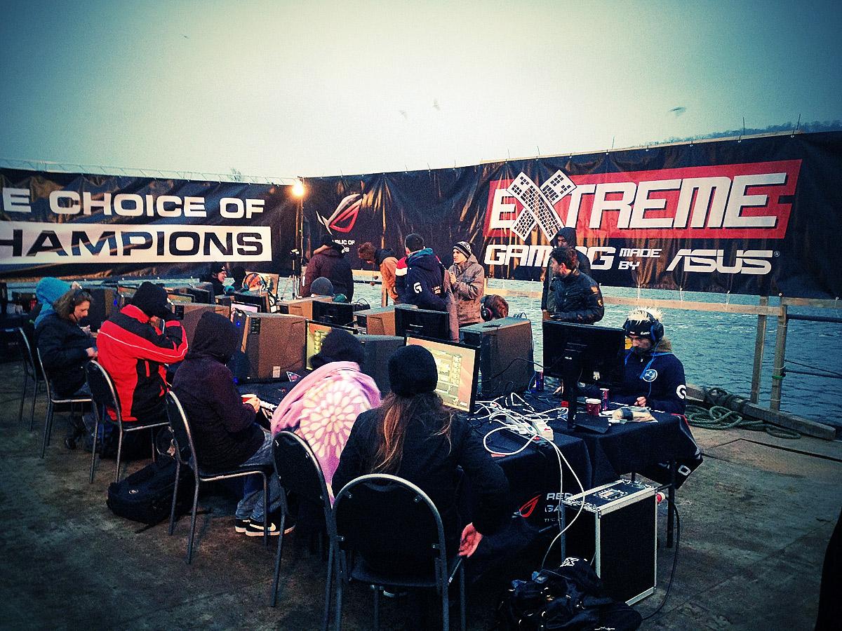 ASUS Extreme Gaming - extrémní turnaj PC hráčů uprostřed Vltavy 104750