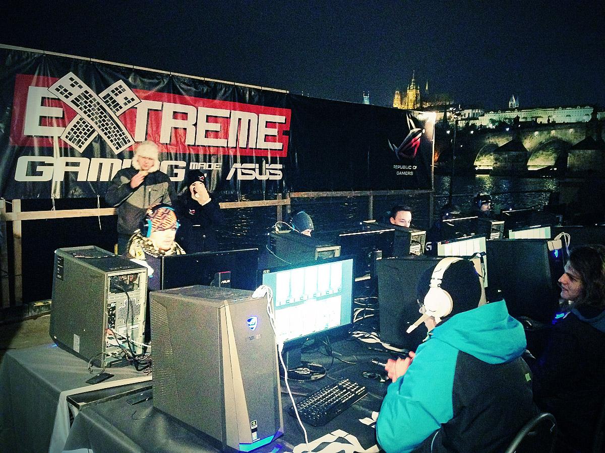 ASUS Extreme Gaming - extrémní turnaj PC hráčů uprostřed Vltavy 104753