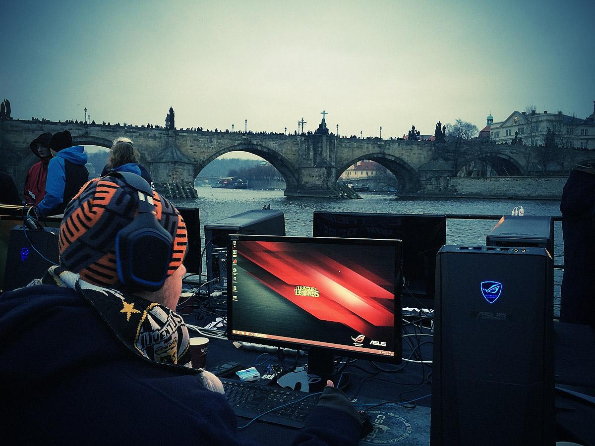 ASUS Extreme Gaming - extrémní turnaj PC hráčů uprostřed Vltavy 104756