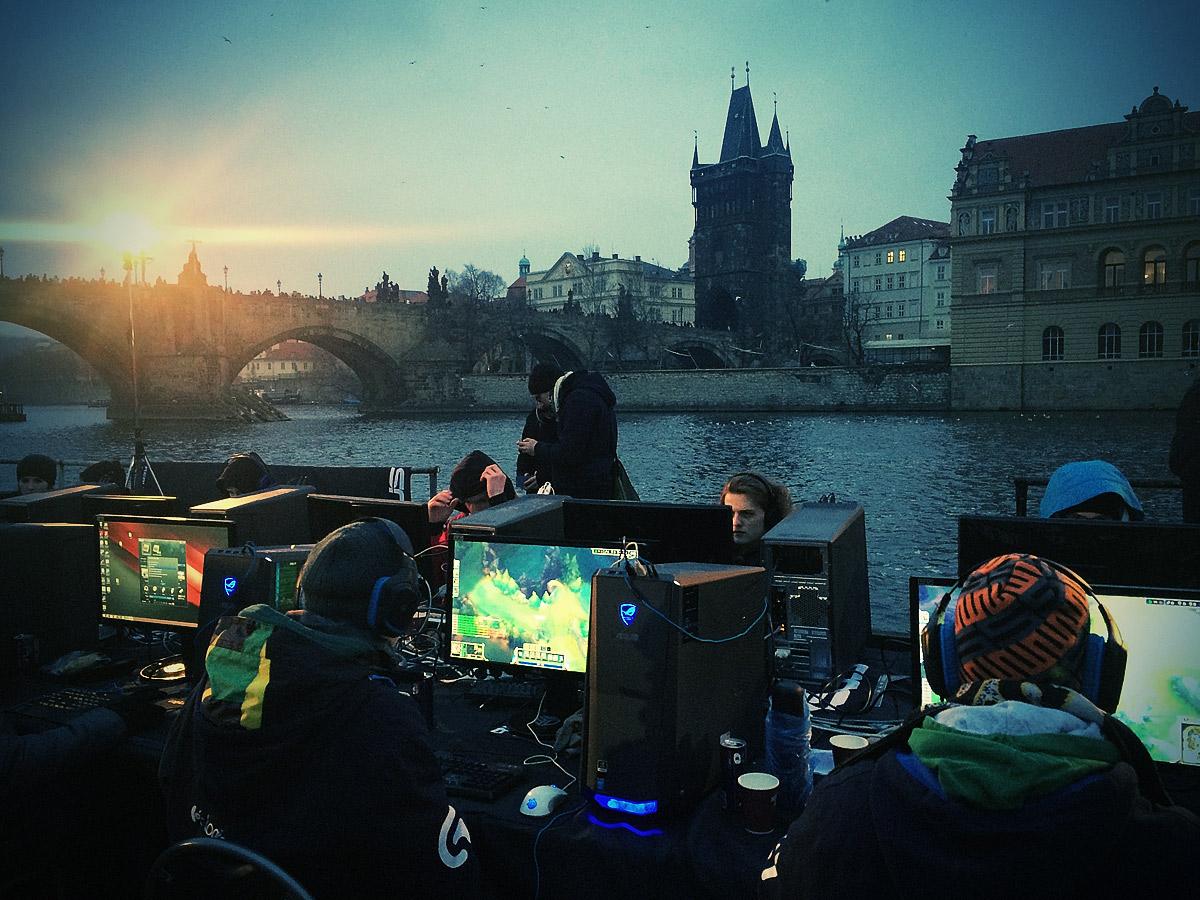 ASUS Extreme Gaming - extrémní turnaj PC hráčů uprostřed Vltavy 104759