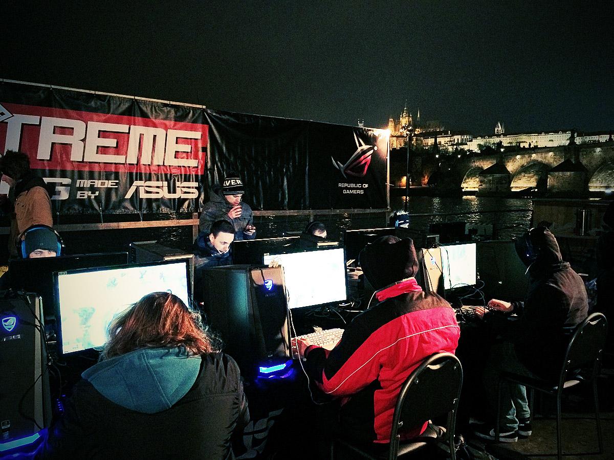 ASUS Extreme Gaming - extrémní turnaj PC hráčů uprostřed Vltavy 104761