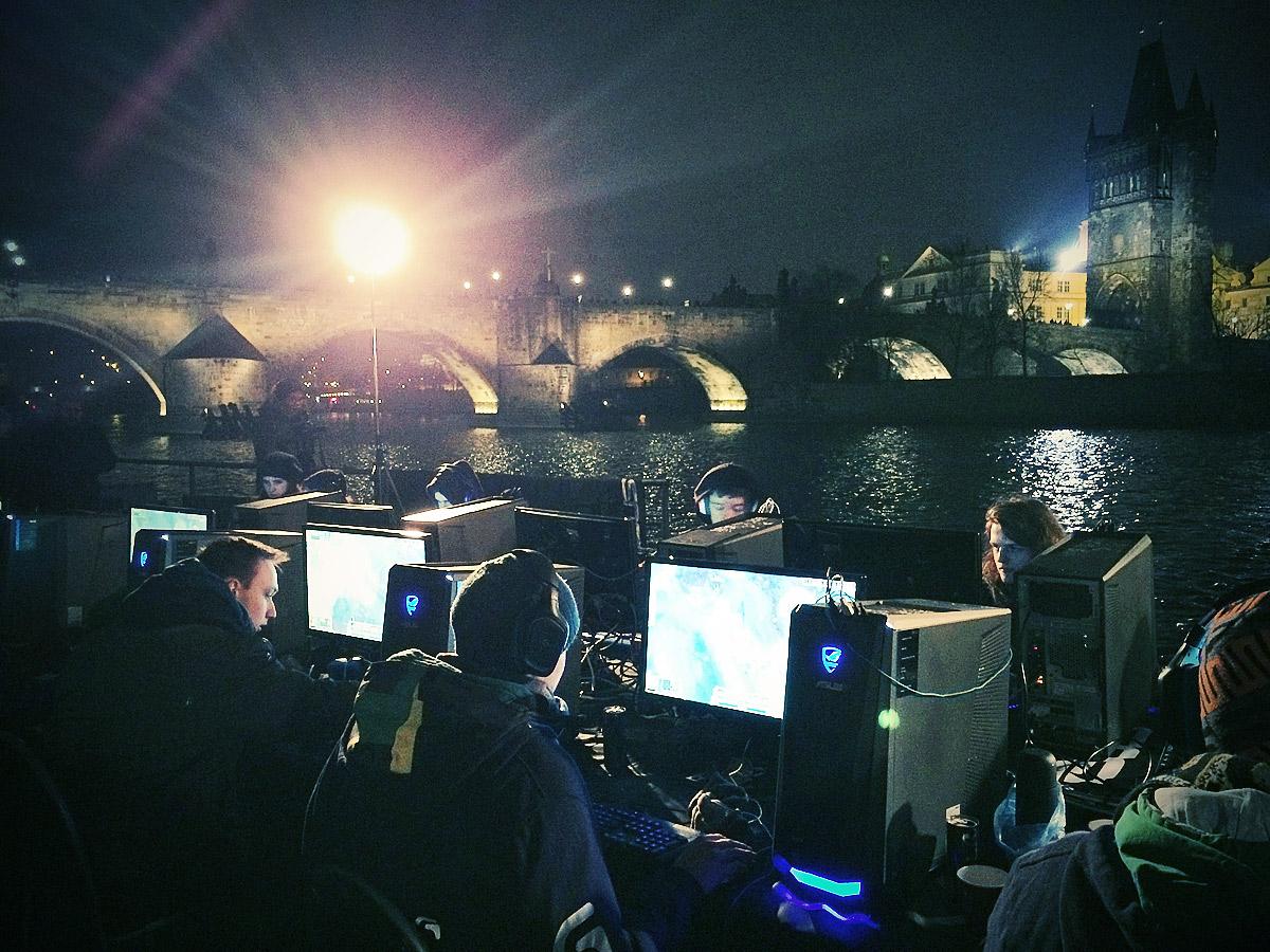 ASUS Extreme Gaming - extrémní turnaj PC hráčů uprostřed Vltavy 104762