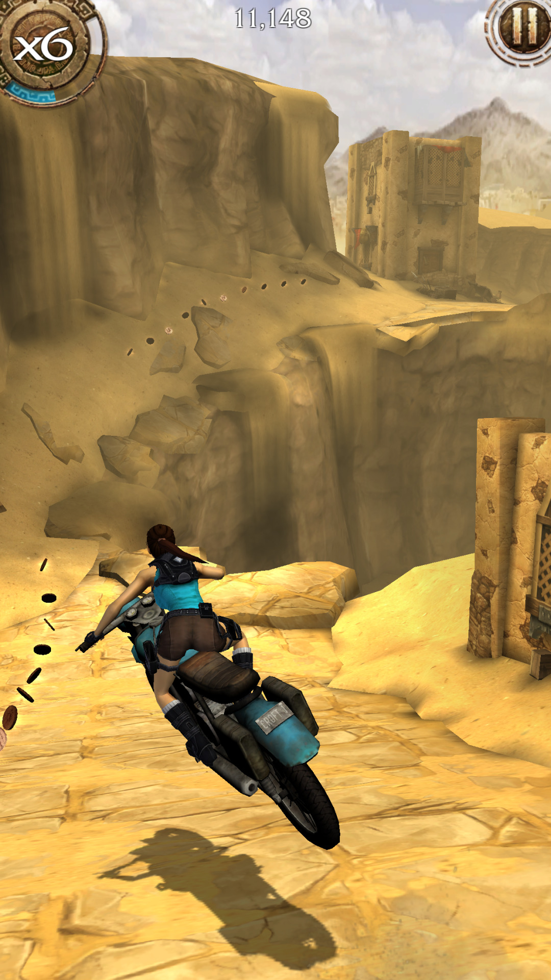 Mobilní Lara s akrobatickým během, motorkami a T-Rexem 107948
