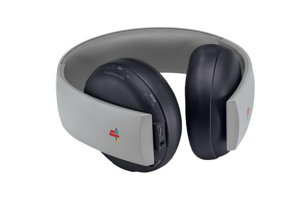 K PS4 si budete moci koupit gamepad a headset z edice 20th Anniversary 110554