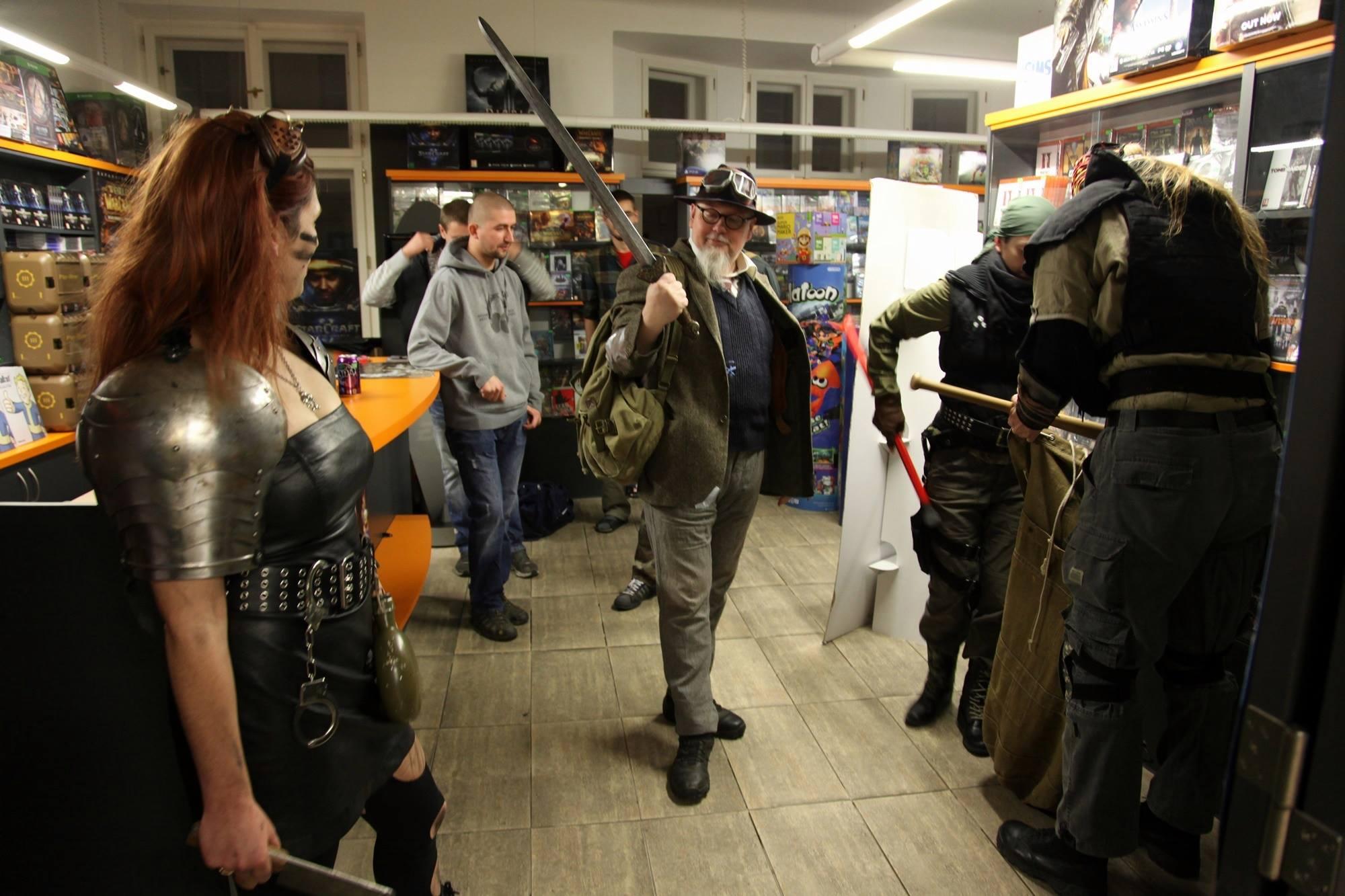 Fotky z půlnočního prodeje Falloutu 4 116117