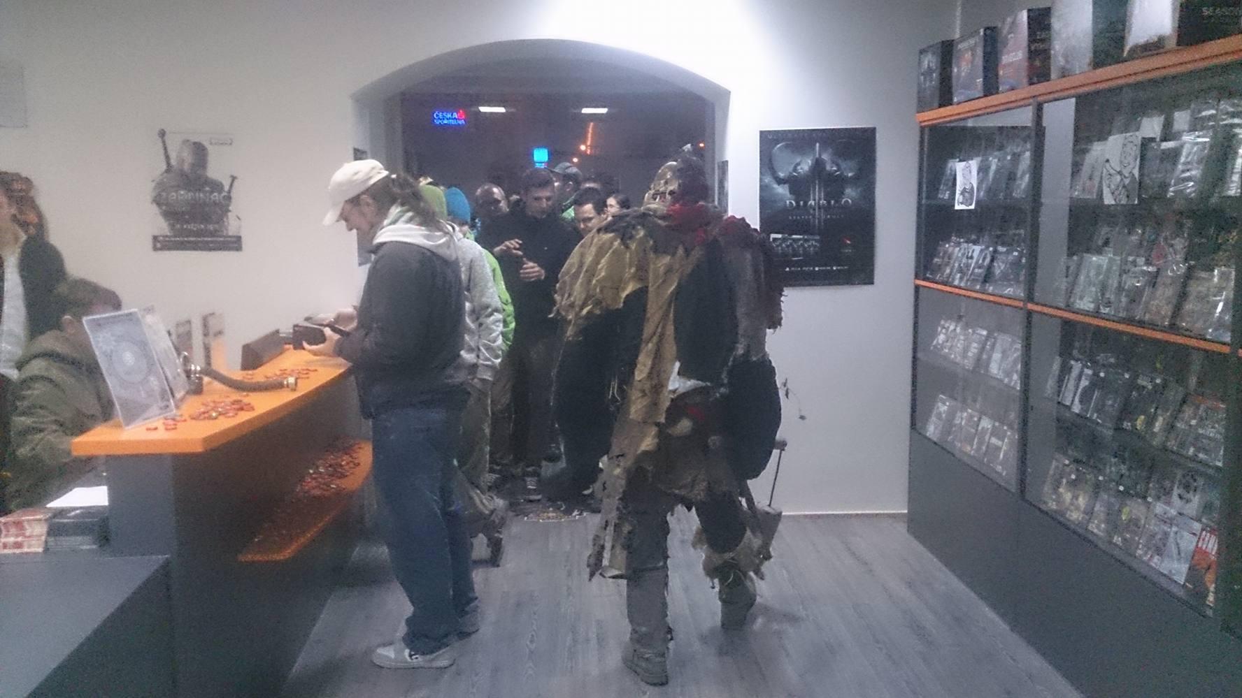 Fotky z půlnočního prodeje Falloutu 4 116121