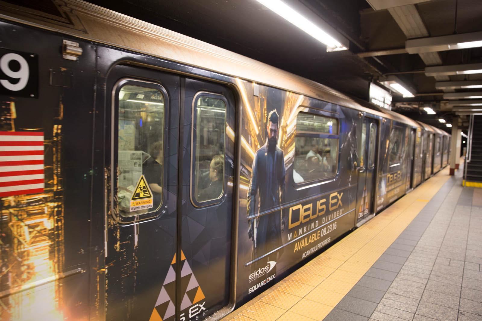 New Yorkem se prohání vlak metra s motivy Deus Ex: Mankind Divided 128575