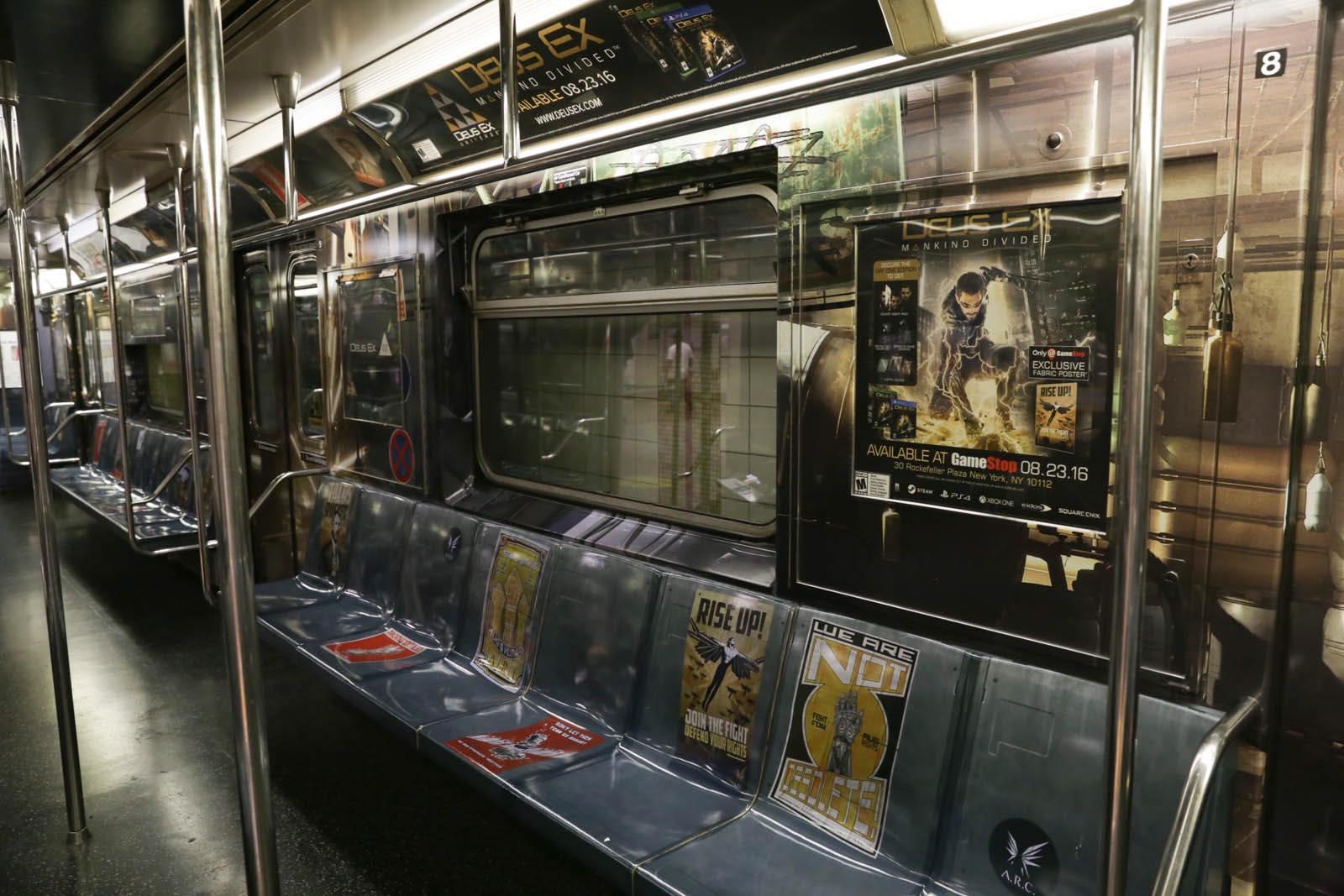 New Yorkem se prohání vlak metra s motivy Deus Ex: Mankind Divided 128576