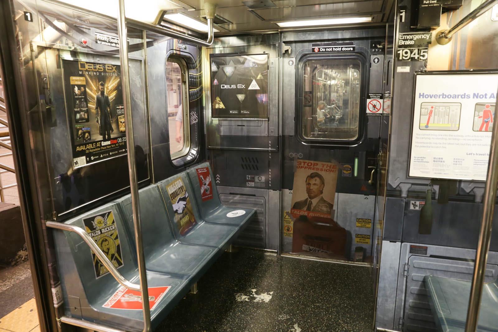 New Yorkem se prohání vlak metra s motivy Deus Ex: Mankind Divided 128577