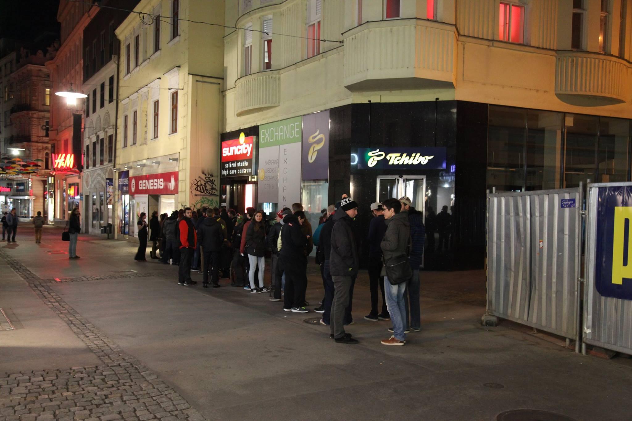 Fotky z půlnočního prodeje Mafie 3 131844