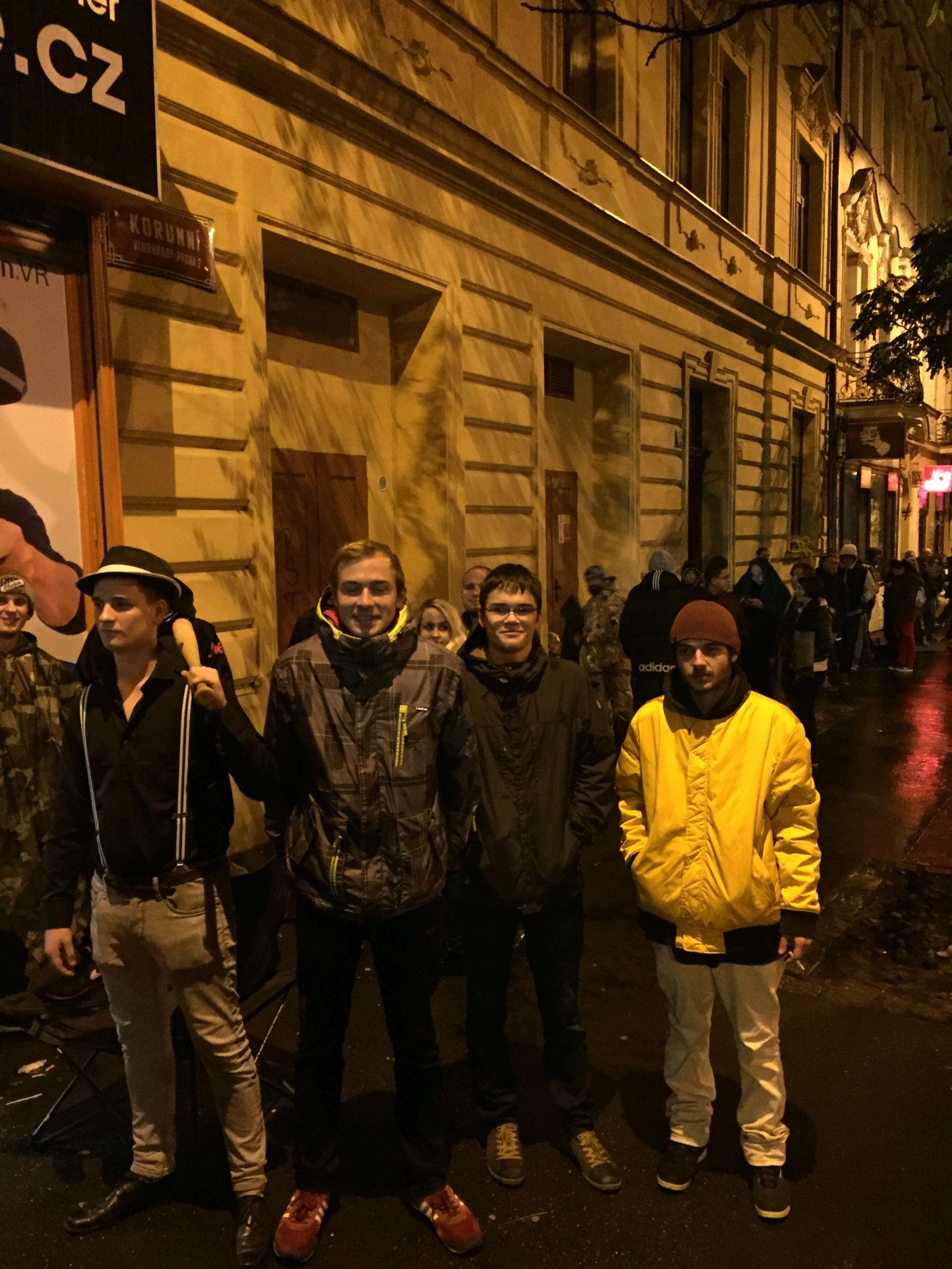 Fotky z půlnočního prodeje Mafie 3 131865