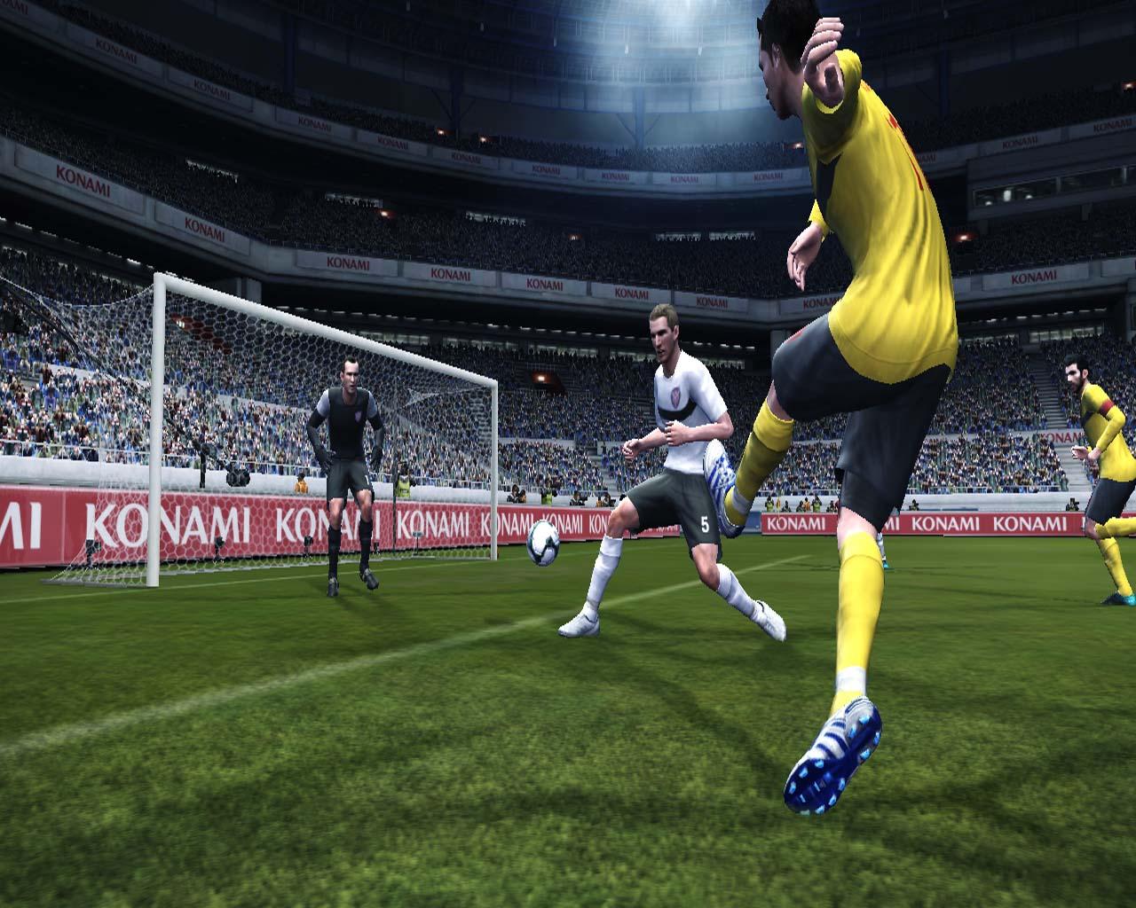 Pro Evolution Soccer 2011 - král je mrtev? 23551