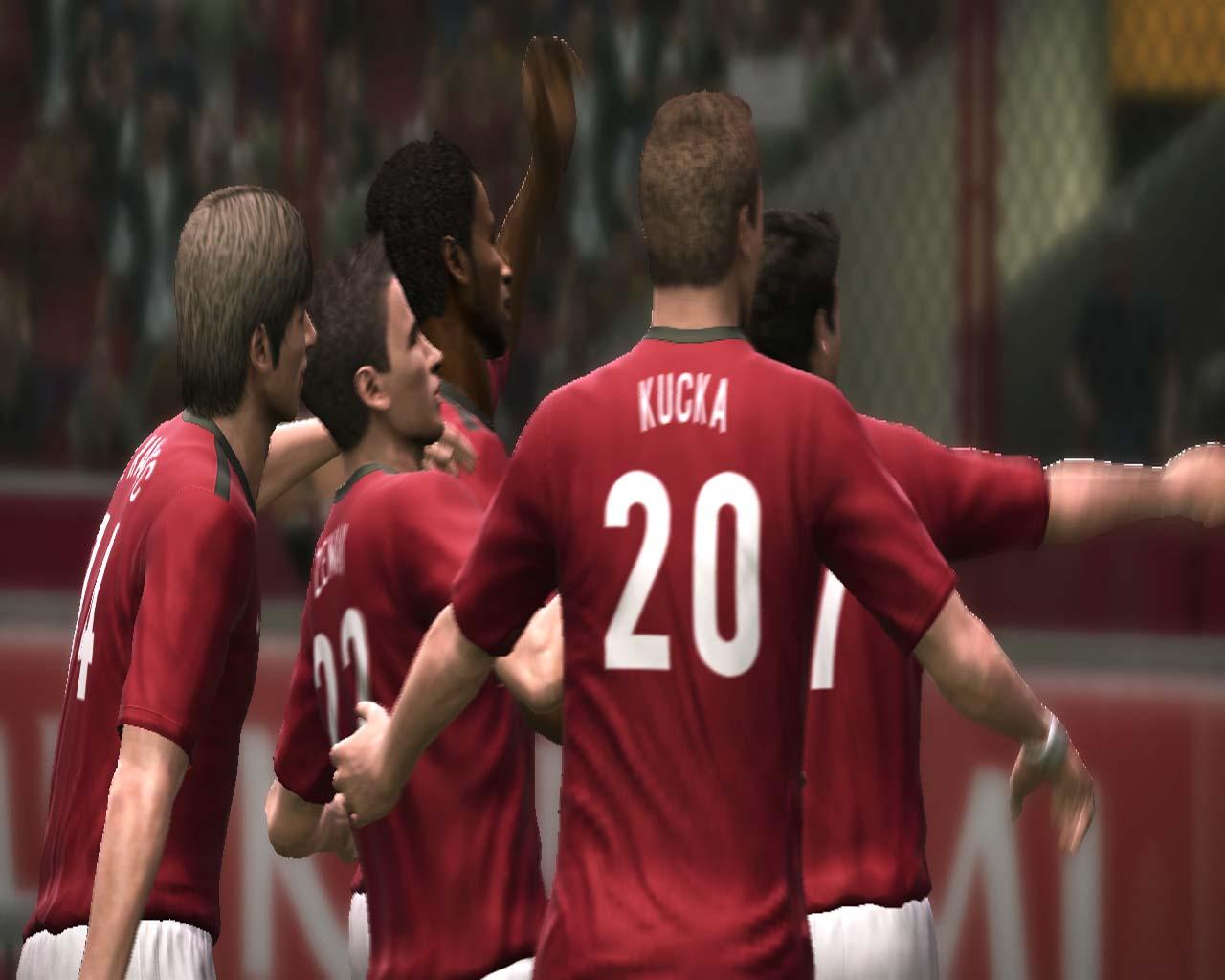 Pro Evolution Soccer 2011 - král je mrtev? 23552