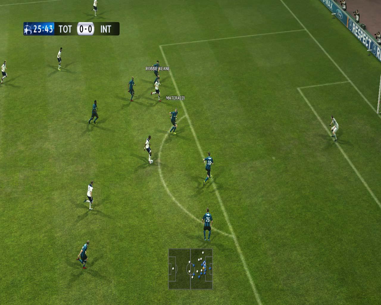 Pro Evolution Soccer 2011 - král je mrtev? 23557