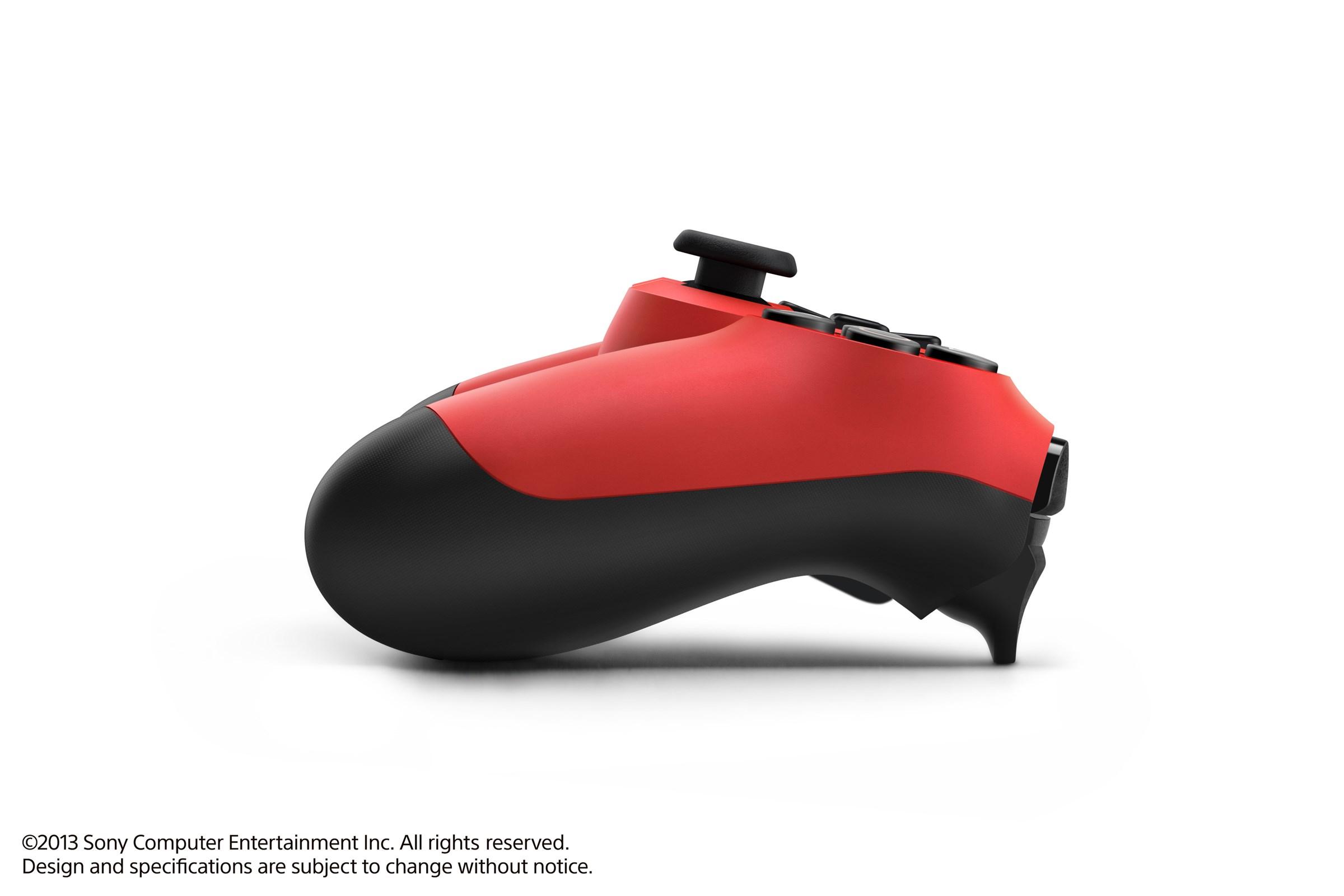 Modrá a červená varianta DualShocku 4 86420