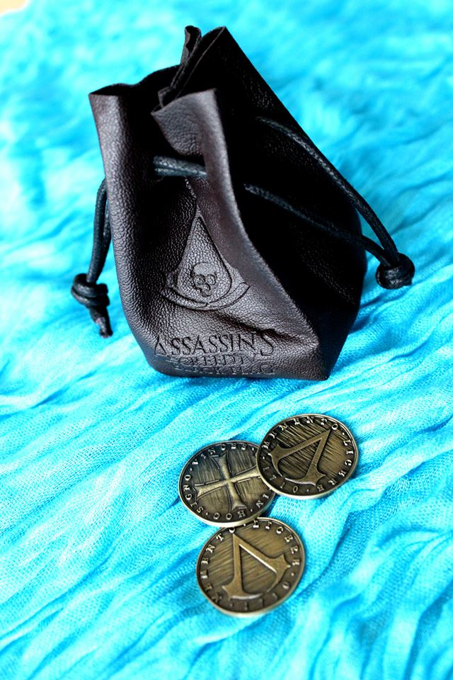 Hodinky, přívěšek, karty a mnoho dalšího s logem Assassin's Creed 4 88976