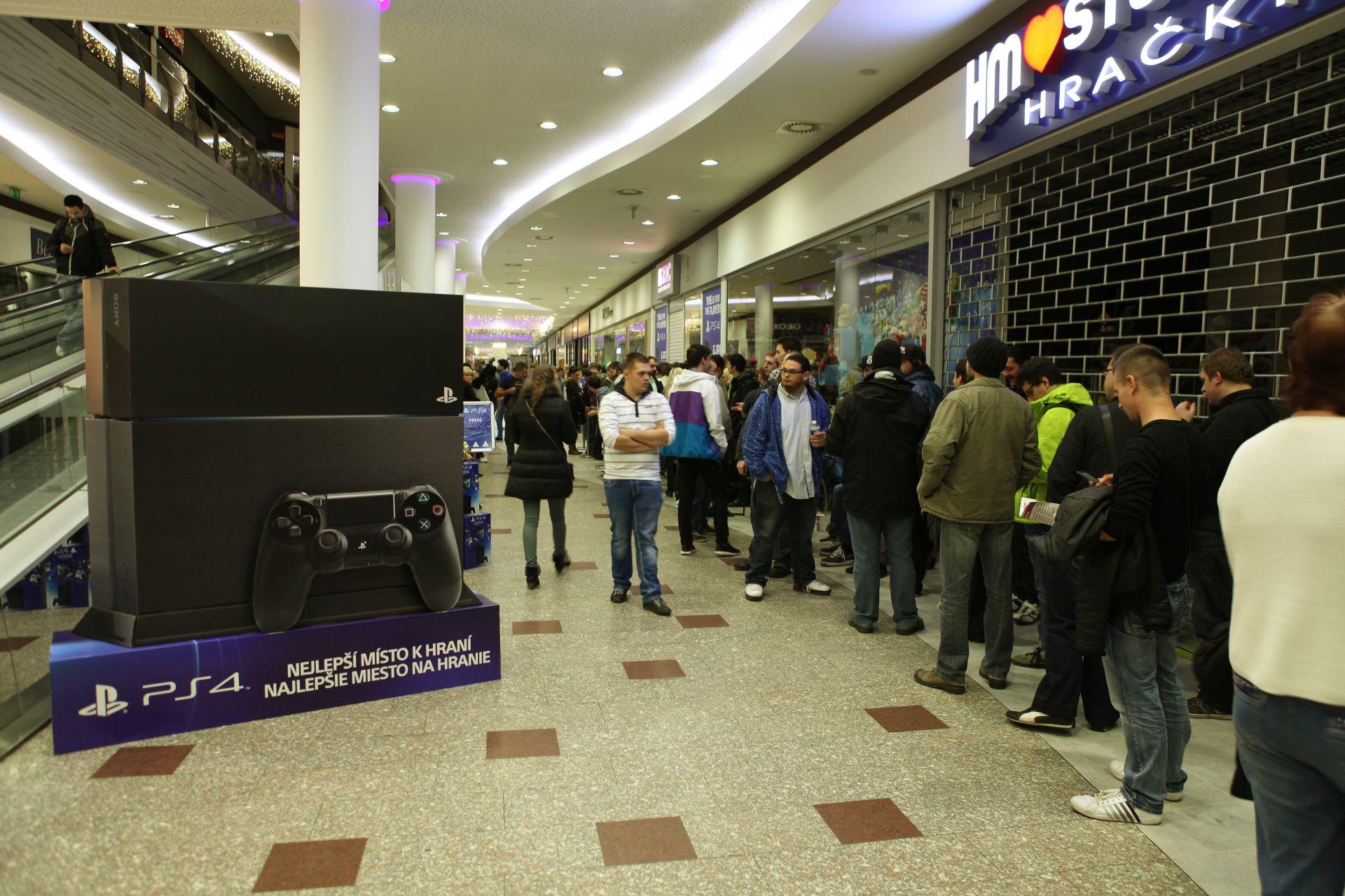 Fotky z půlnočního prodeje PS4 v Praze a Bratislavě 90885