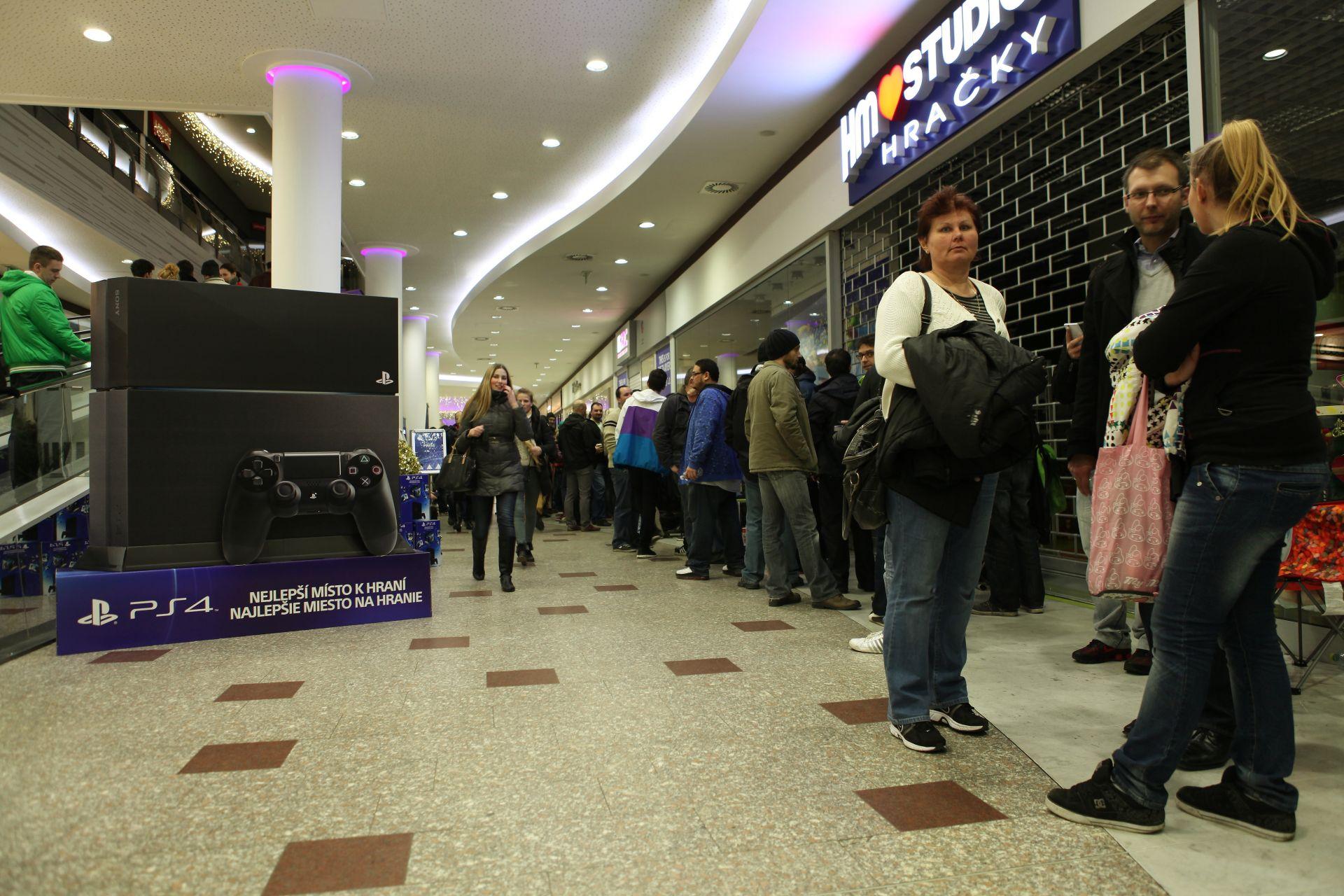 Fotky z půlnočního prodeje PS4 v Praze a Bratislavě 90886