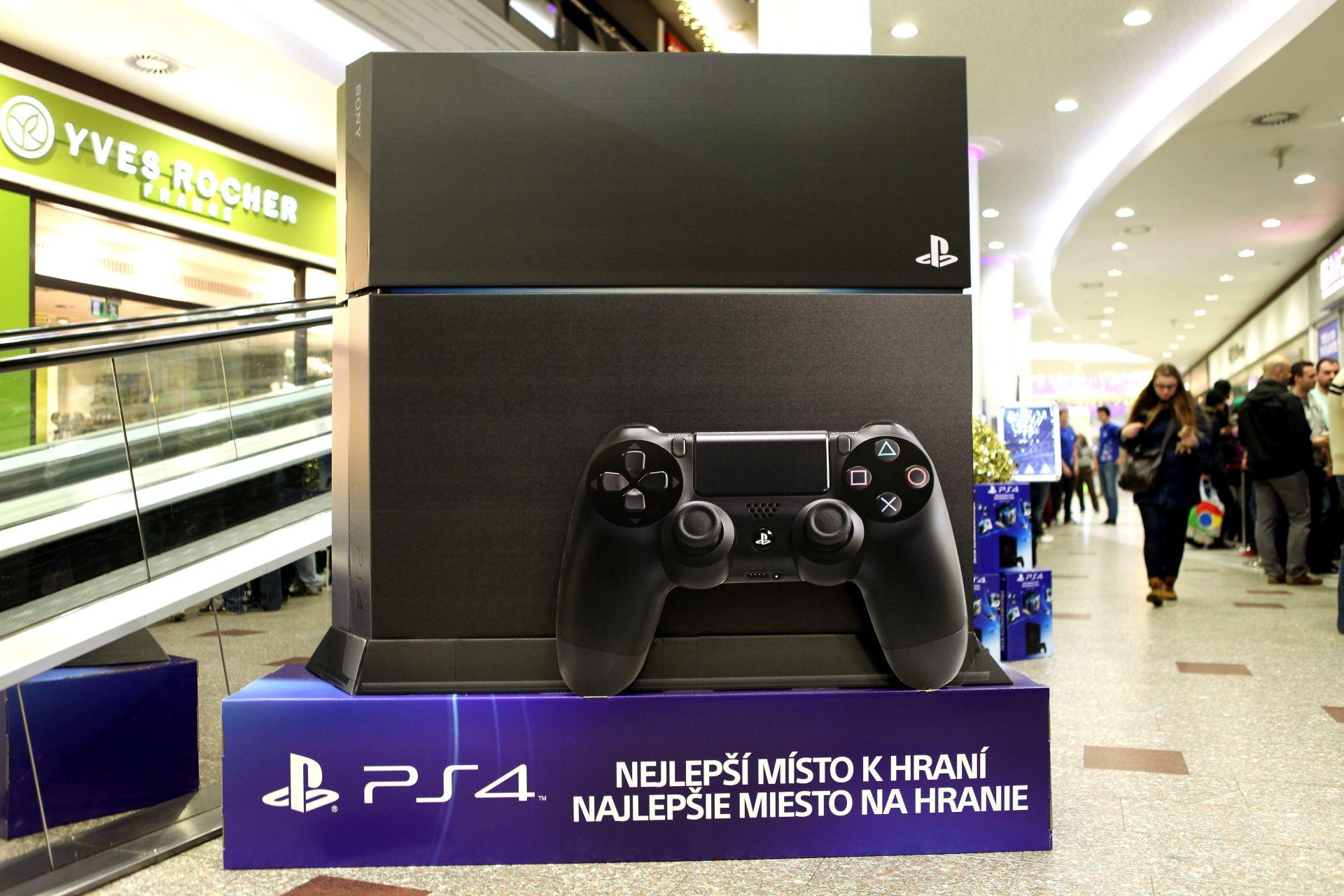 Fotky z půlnočního prodeje PS4 v Praze a Bratislavě 90887