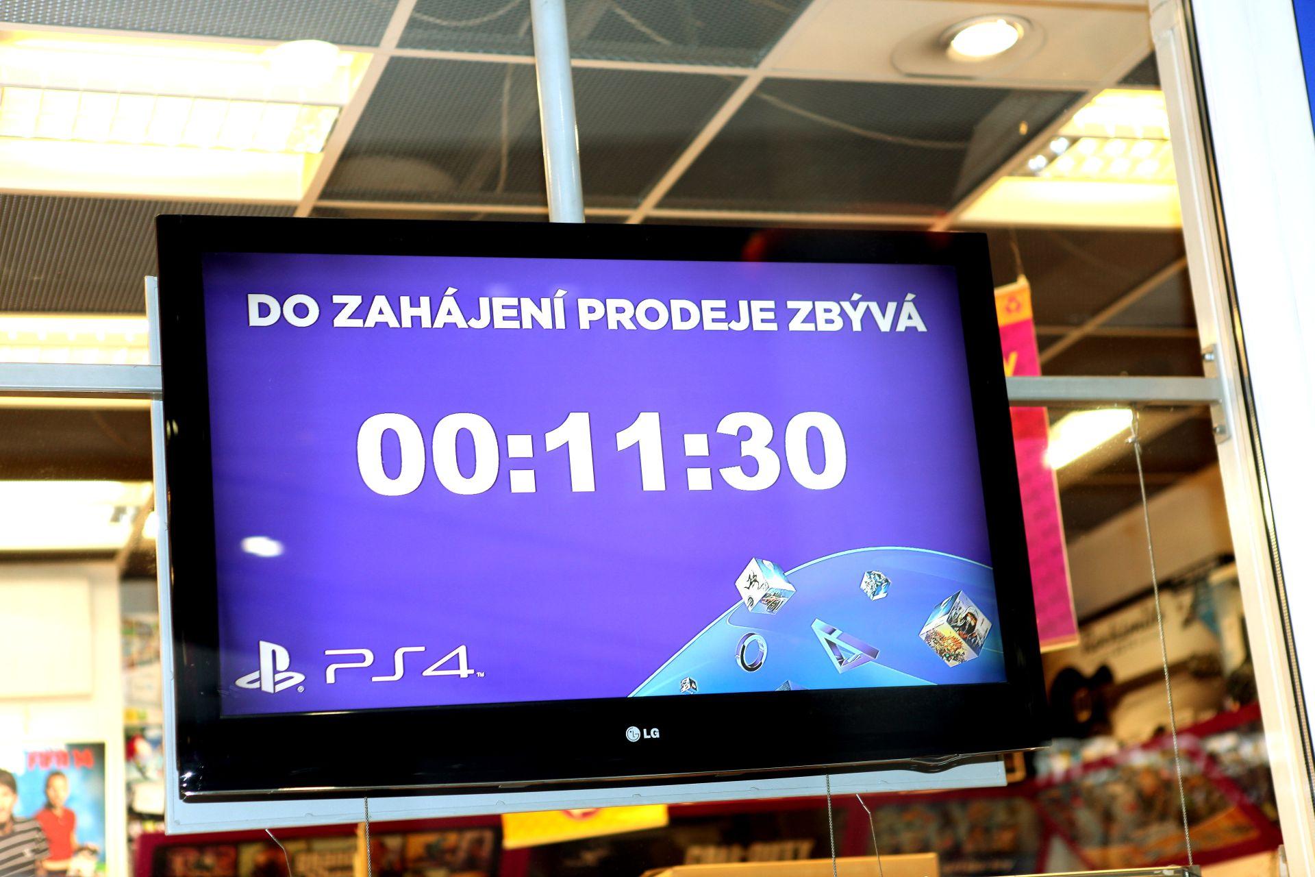Fotky z půlnočního prodeje PS4 v Praze a Bratislavě 90892