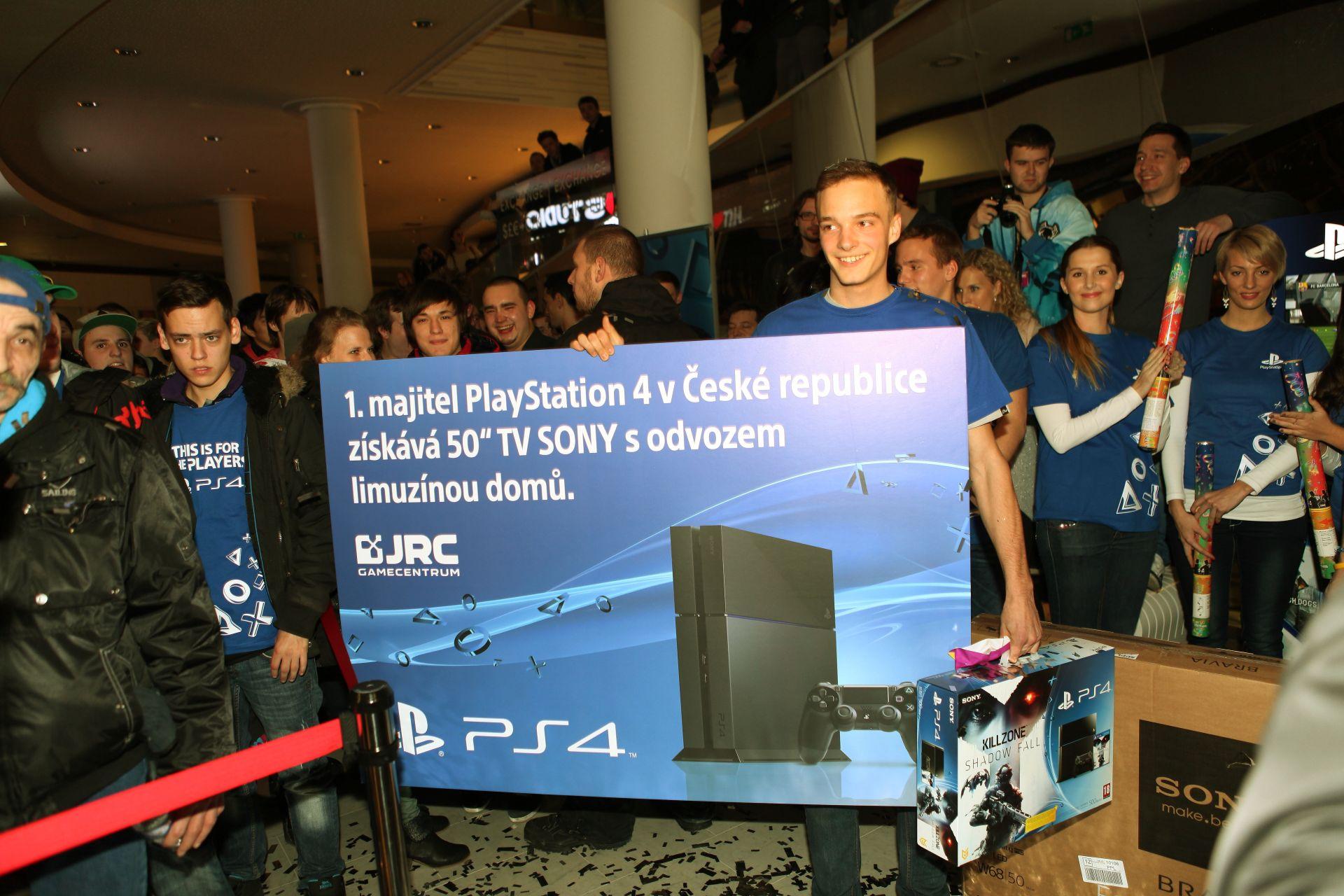 Fotky z půlnočního prodeje PS4 v Praze a Bratislavě 90903