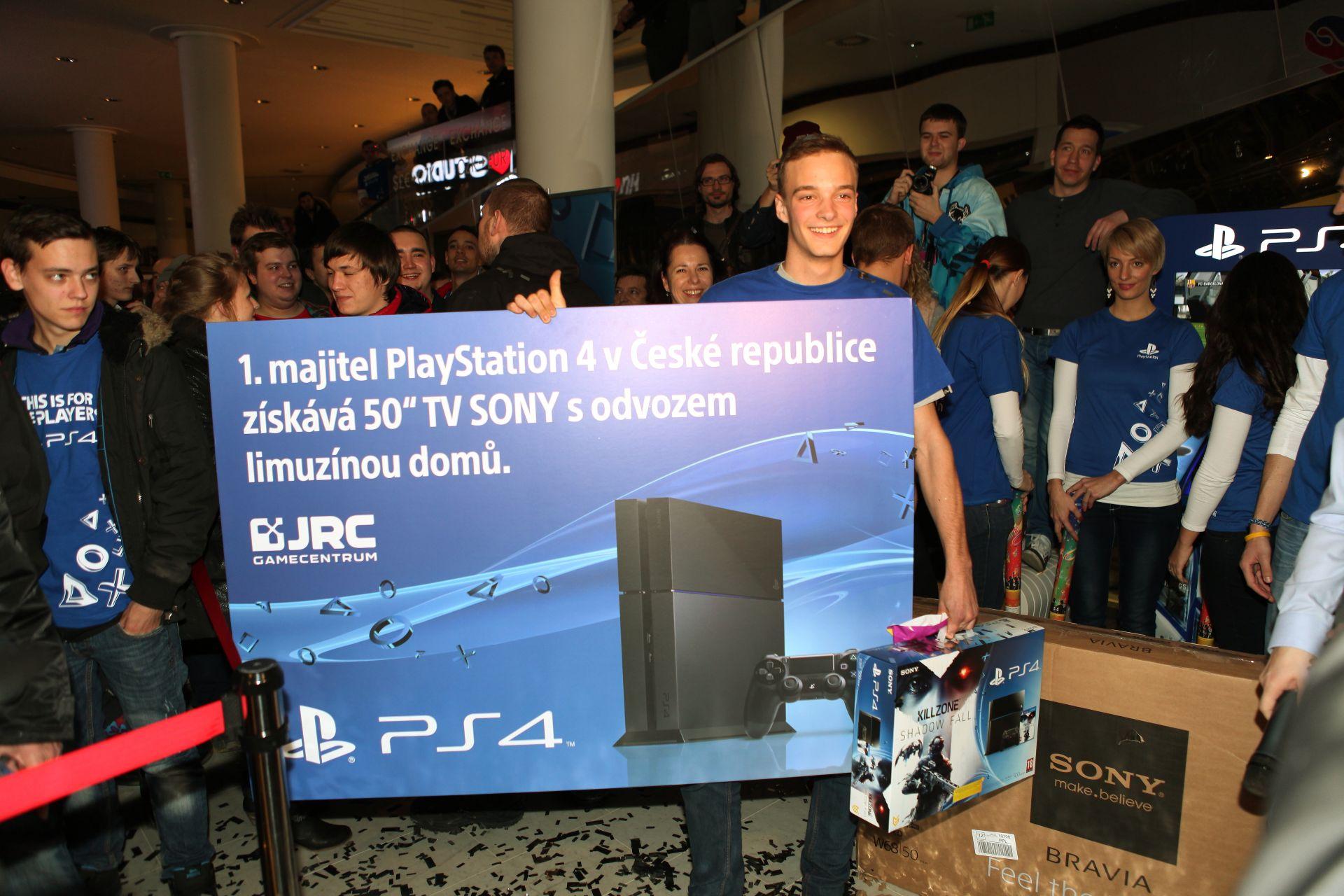 Fotky z půlnočního prodeje PS4 v Praze a Bratislavě 90904