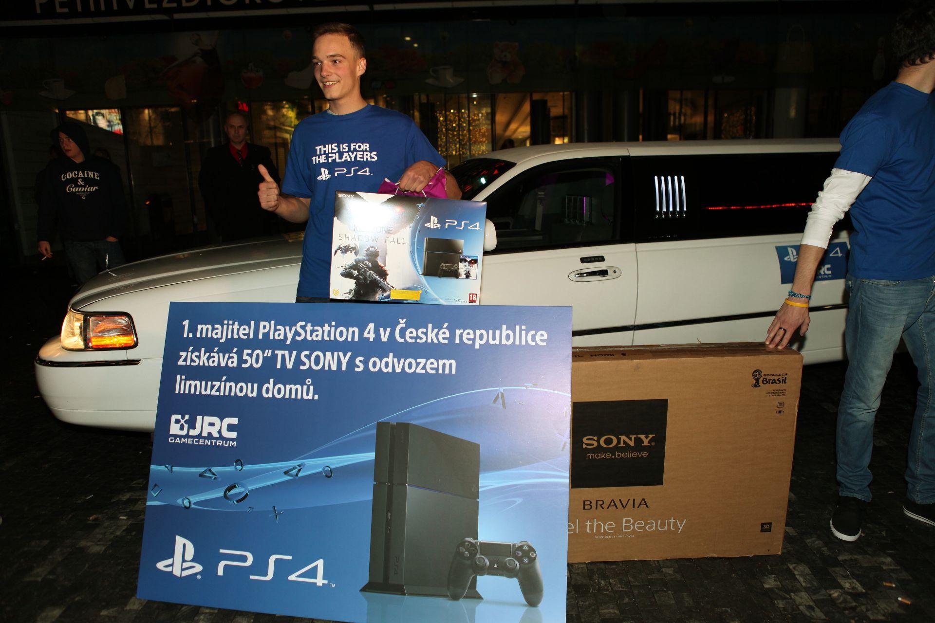 Fotky z půlnočního prodeje PS4 v Praze a Bratislavě 90909