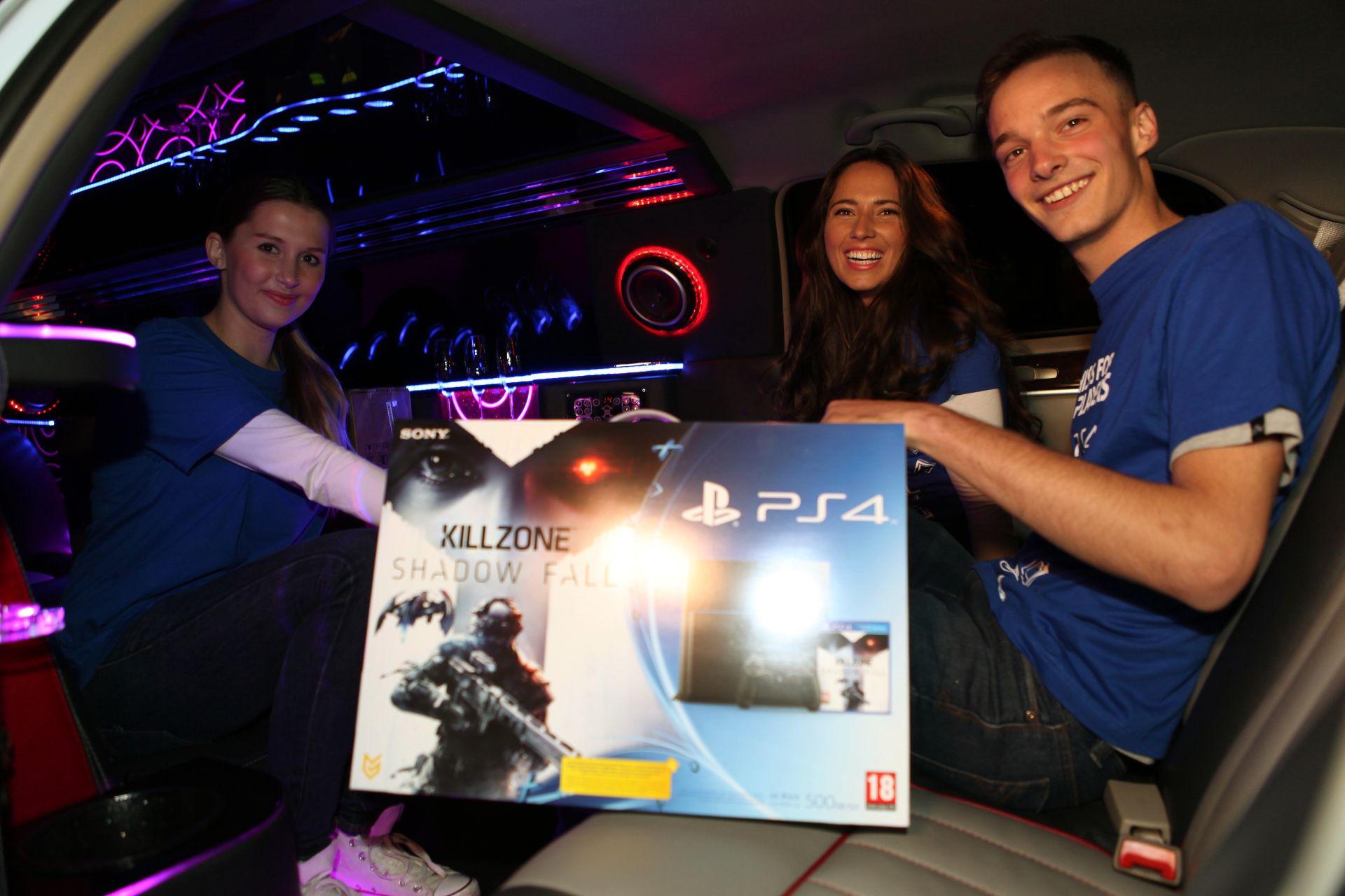 Fotky z půlnočního prodeje PS4 v Praze a Bratislavě 90910
