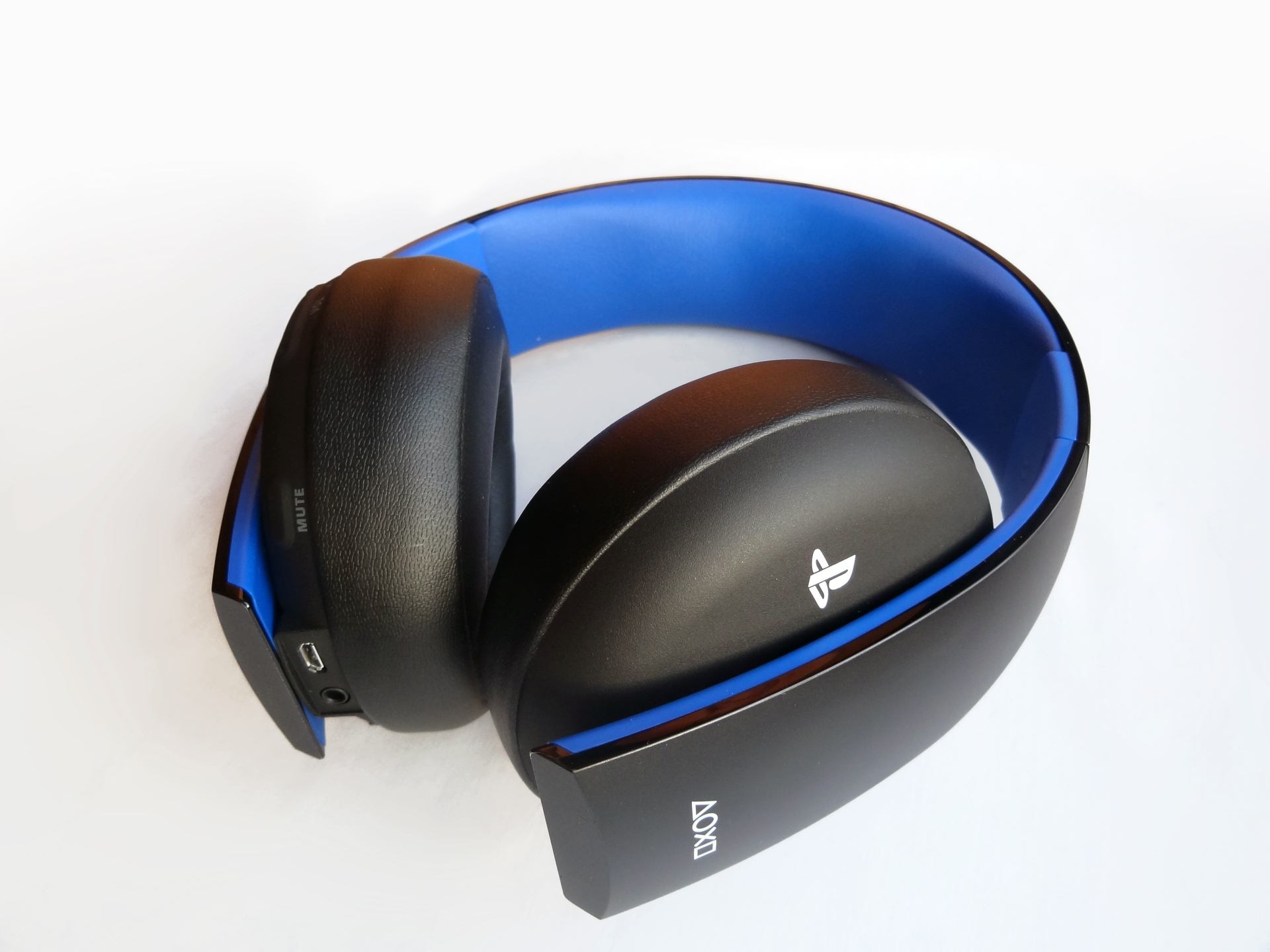 Hardware: Sony Gold Wireless Stereo Headset 9451