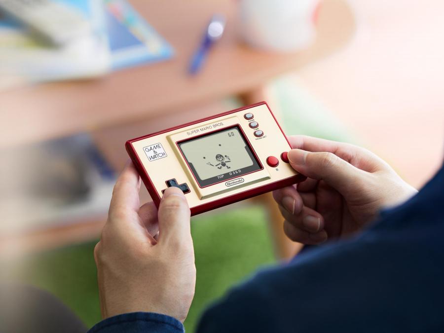 Vychází konzole Game & Watch: Super Mario Bros. Game Watch 2