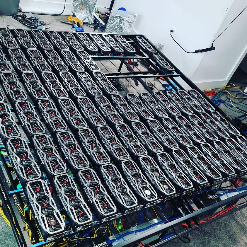 Těžební stanice kryptoměn složená ze 78 kusů RTX 3080 RTX 3080 2
