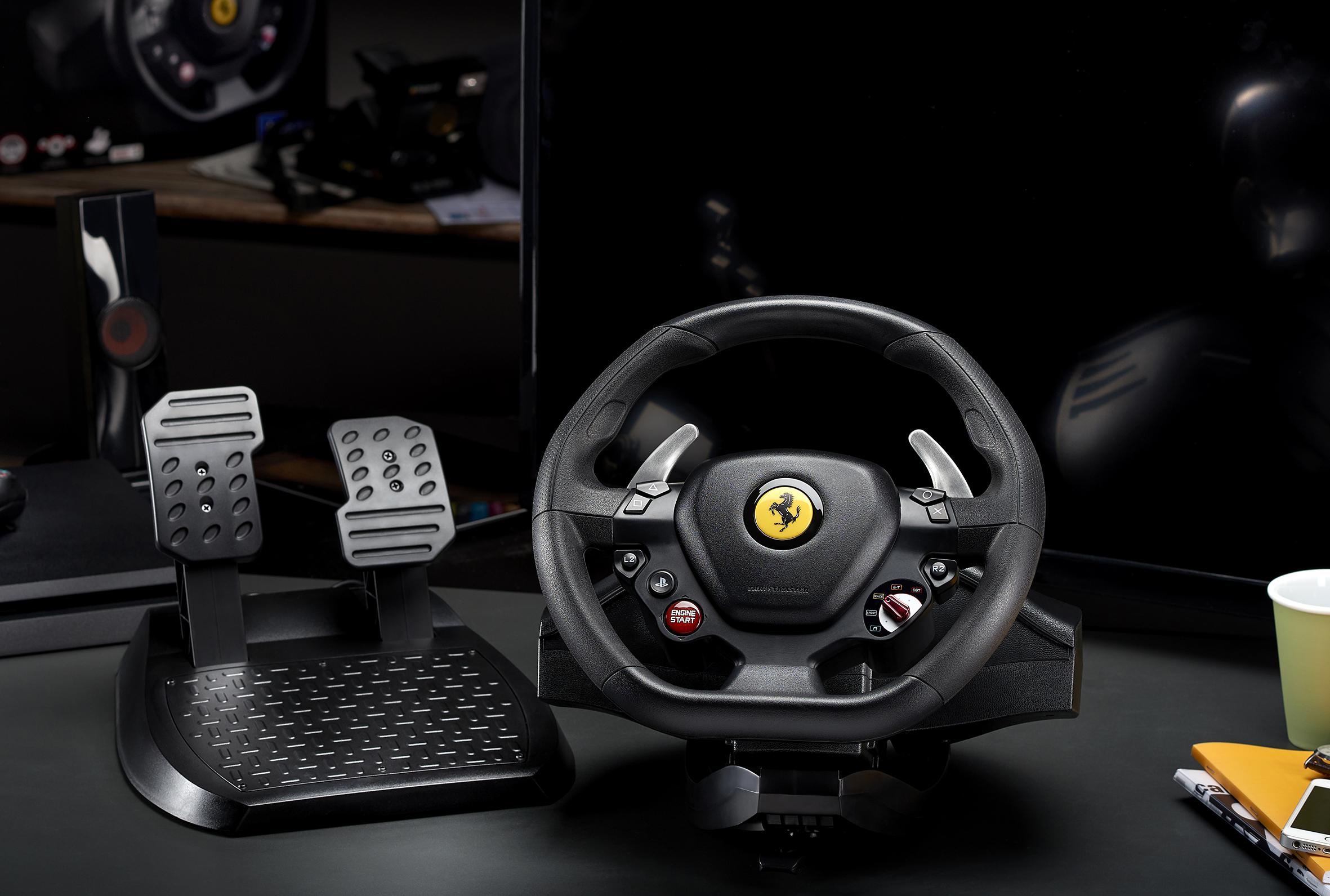 Volanty Thrustmaster pro virtuální závodění T80Ferrari488GTBedition lifestyle 1